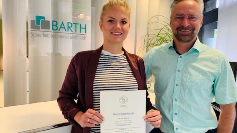 Akademischer Grad Bachelor of Arts für Frau Schiener